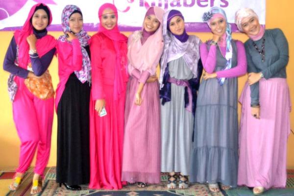 Jilbab membuat Wanita Makin kelihatan Anggun